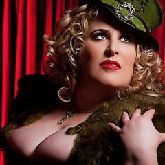 Madame Swan: Pinups & Peacocks [MODEL GALLERY]
