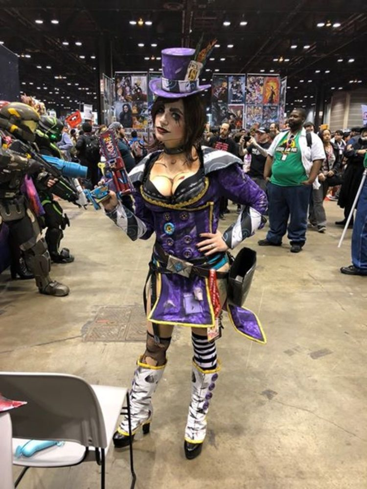 A stunning Mad Moxxi from Borderlands 2 was roaming around the event.